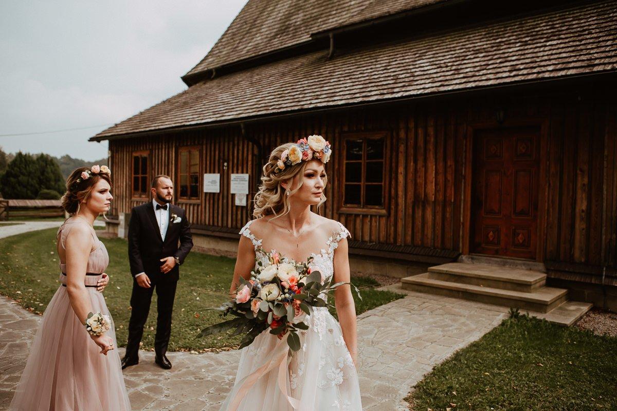 Monika i Daniel - reportaż ślubny i sesja w Mogilanach. 34