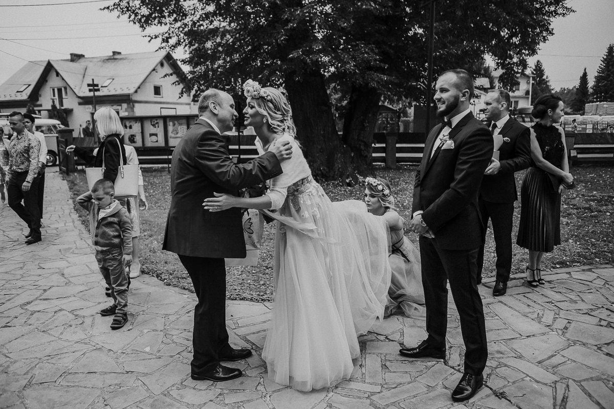 Monika i Daniel - reportaż ślubny i sesja w Mogilanach. 349