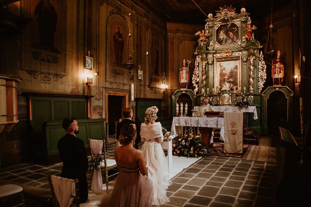 Monika i Daniel - reportaż ślubny i sesja w Mogilanach. 39