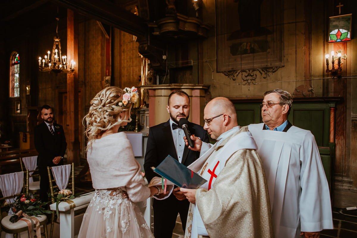 Monika i Daniel - reportaż ślubny i sesja w Mogilanach. 48