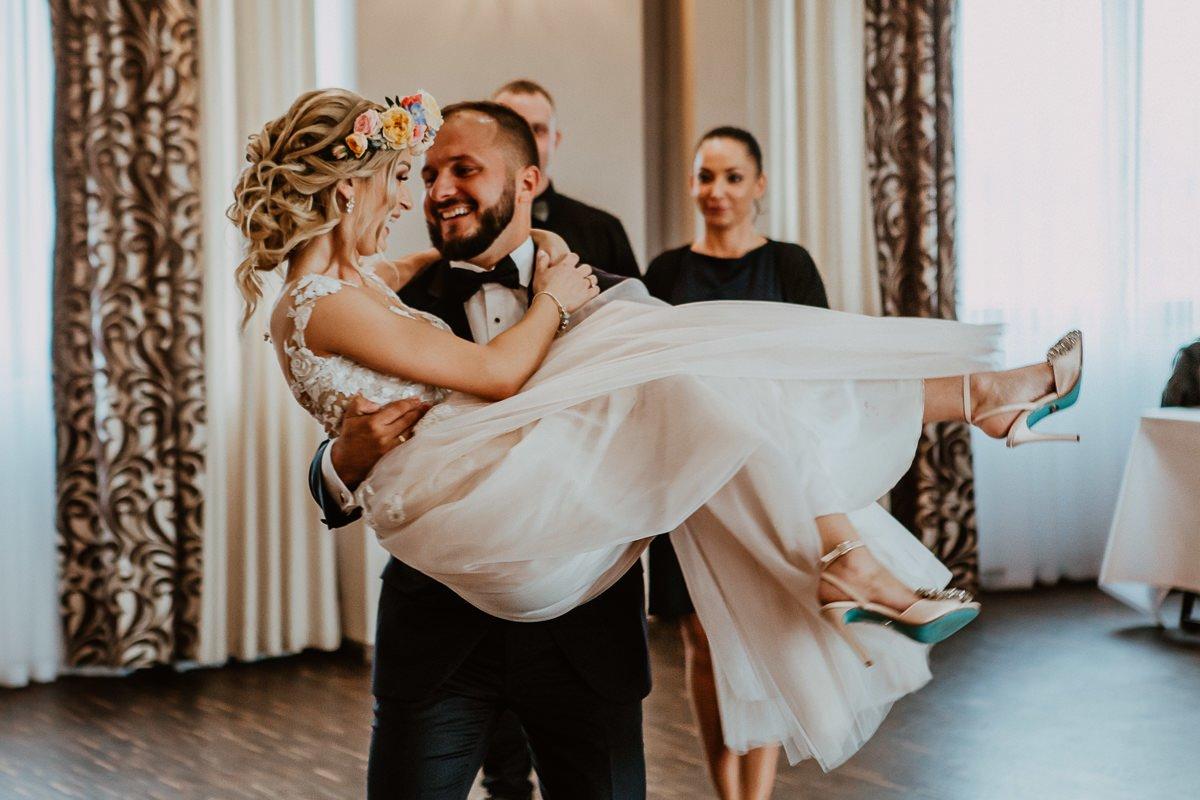 Monika i Daniel - reportaż ślubny i sesja w Mogilanach. 76