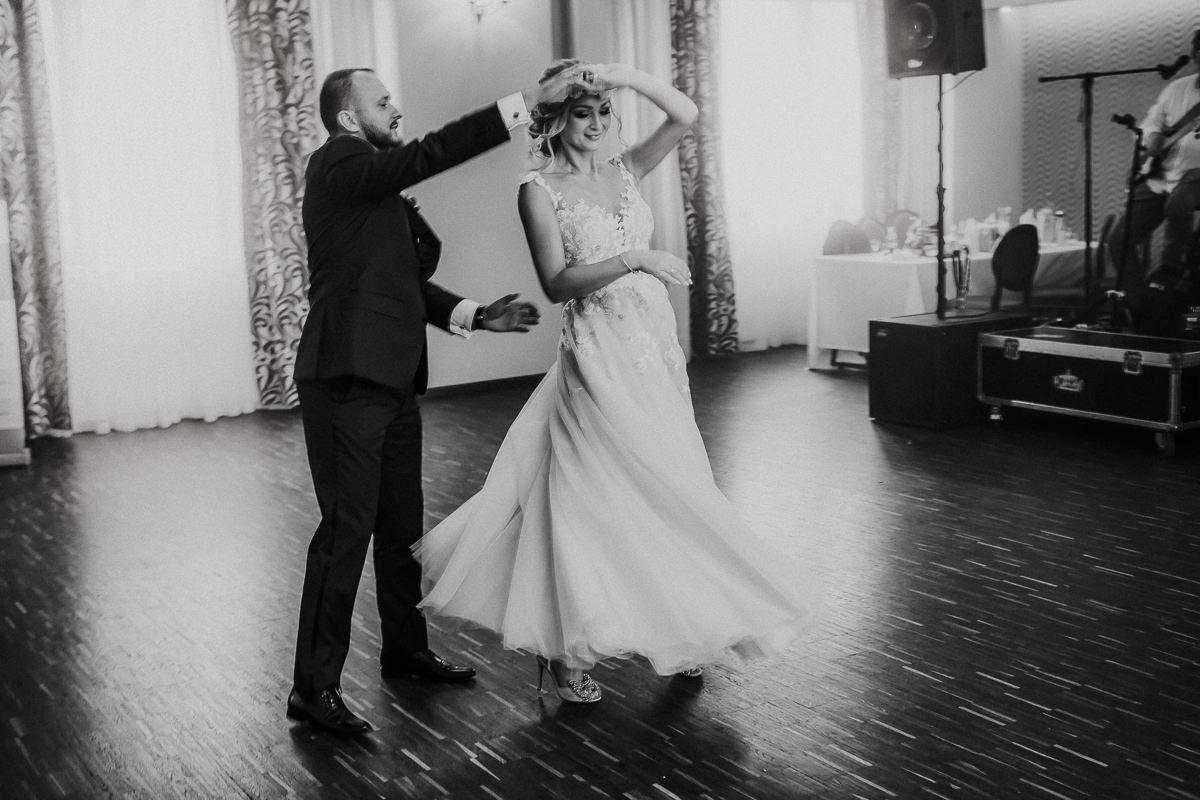 Monika i Daniel - reportaż ślubny i sesja w Mogilanach. 78