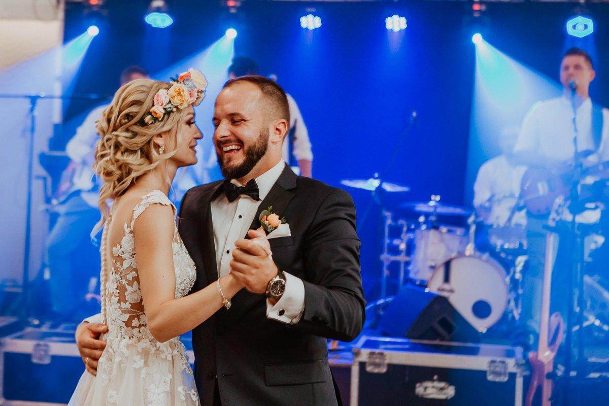 Monika i Daniel - reportaż ślubny i sesja w Mogilanach. 79