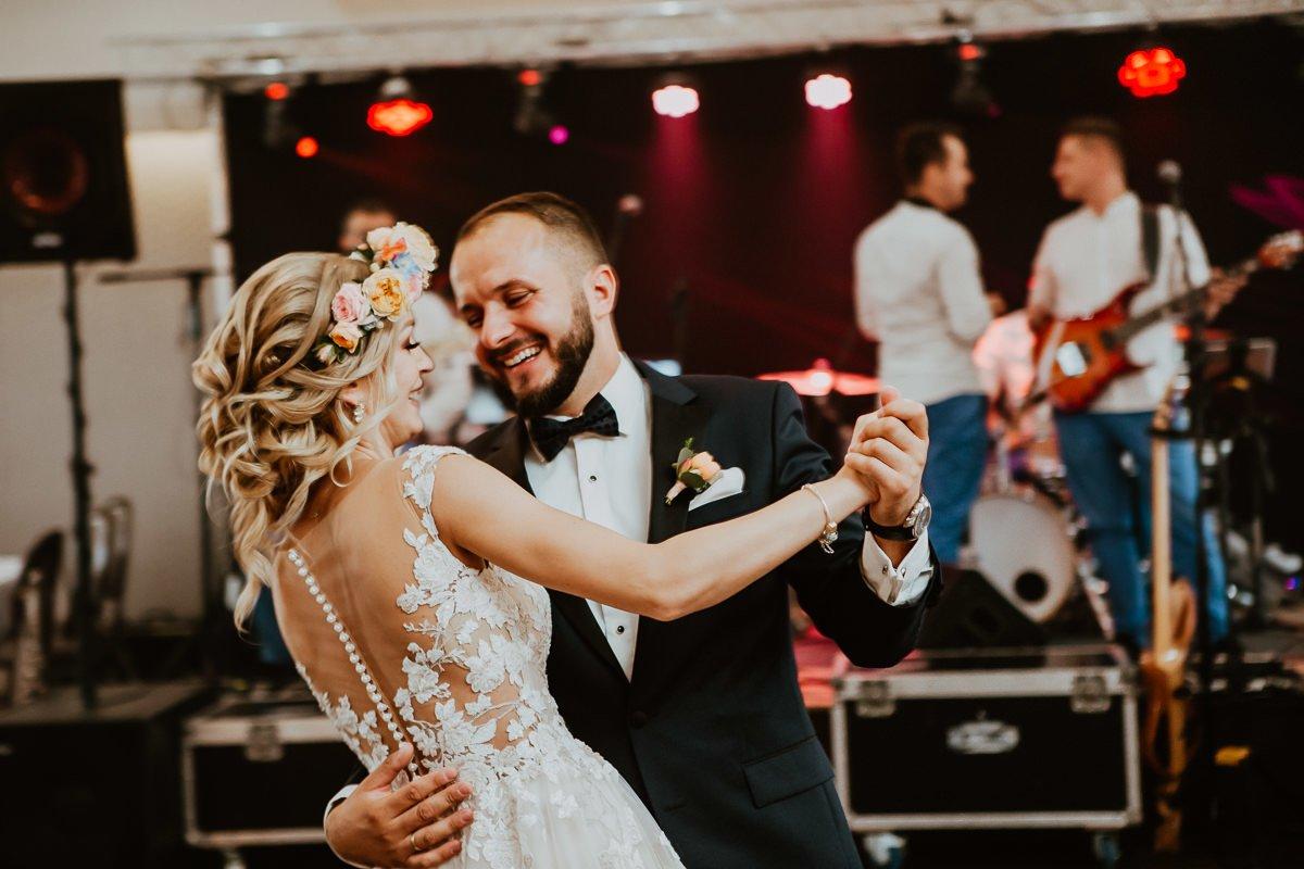 Monika i Daniel - reportaż ślubny i sesja w Mogilanach. 394