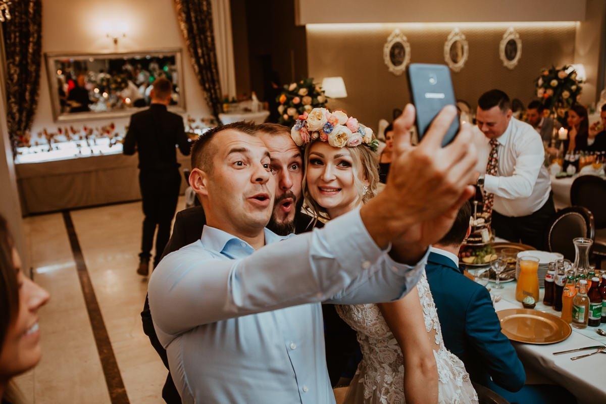 Monika i Daniel - reportaż ślubny i sesja w Mogilanach. 88