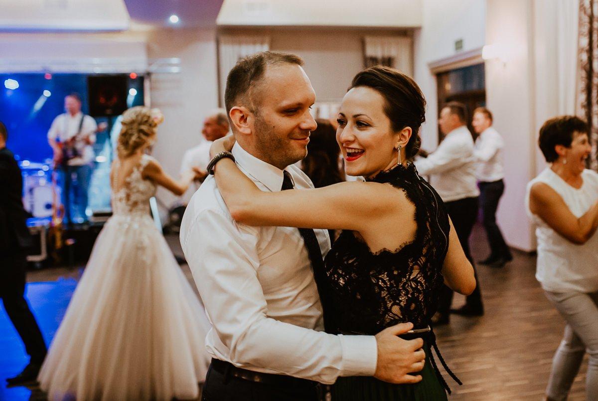 Monika i Daniel - reportaż ślubny i sesja w Mogilanach. 404