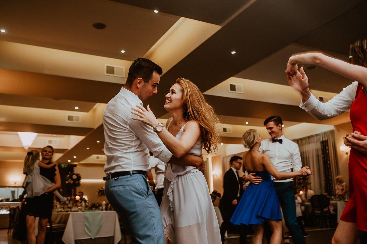 Monika i Daniel - reportaż ślubny i sesja w Mogilanach. 410