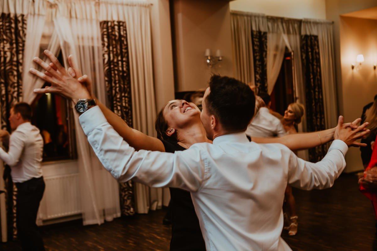 Monika i Daniel - reportaż ślubny i sesja w Mogilanach. 422