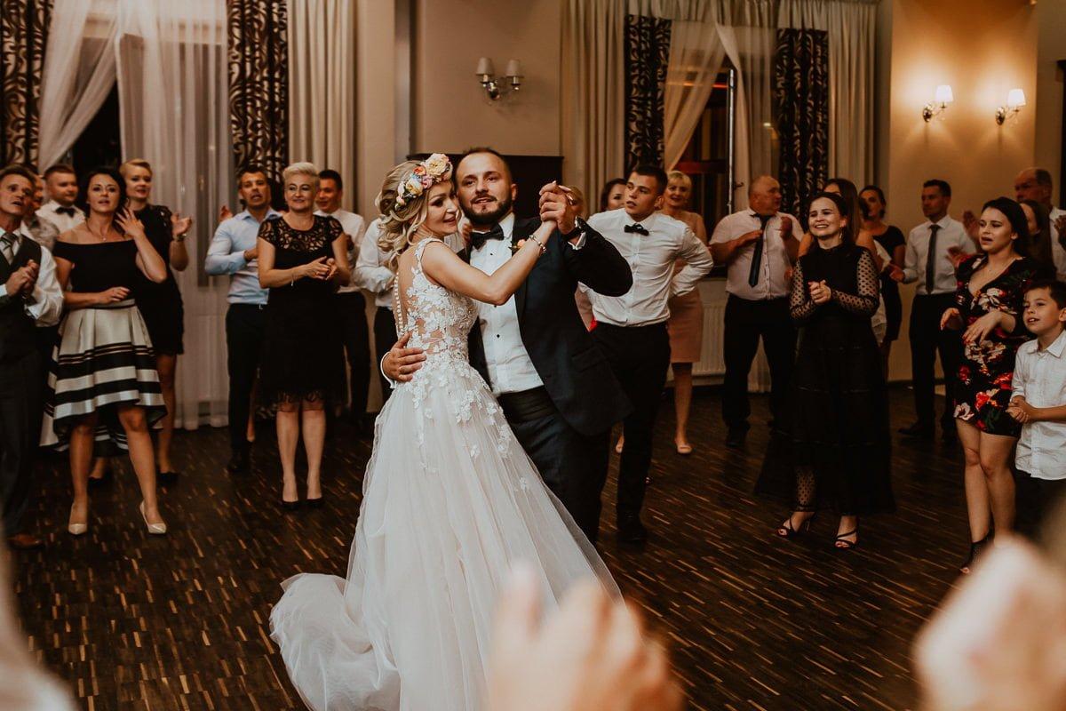 Monika i Daniel - reportaż ślubny i sesja w Mogilanach. 427