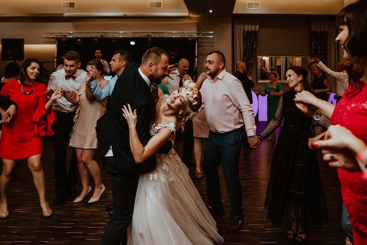 Monika i Daniel - reportaż ślubny i sesja w Mogilanach. 429