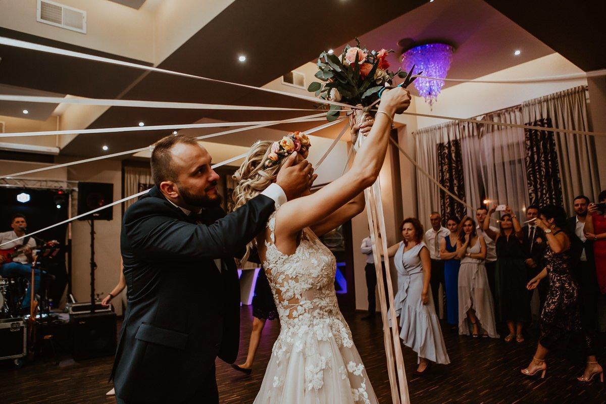 Monika i Daniel - reportaż ślubny i sesja w Mogilanach. 130