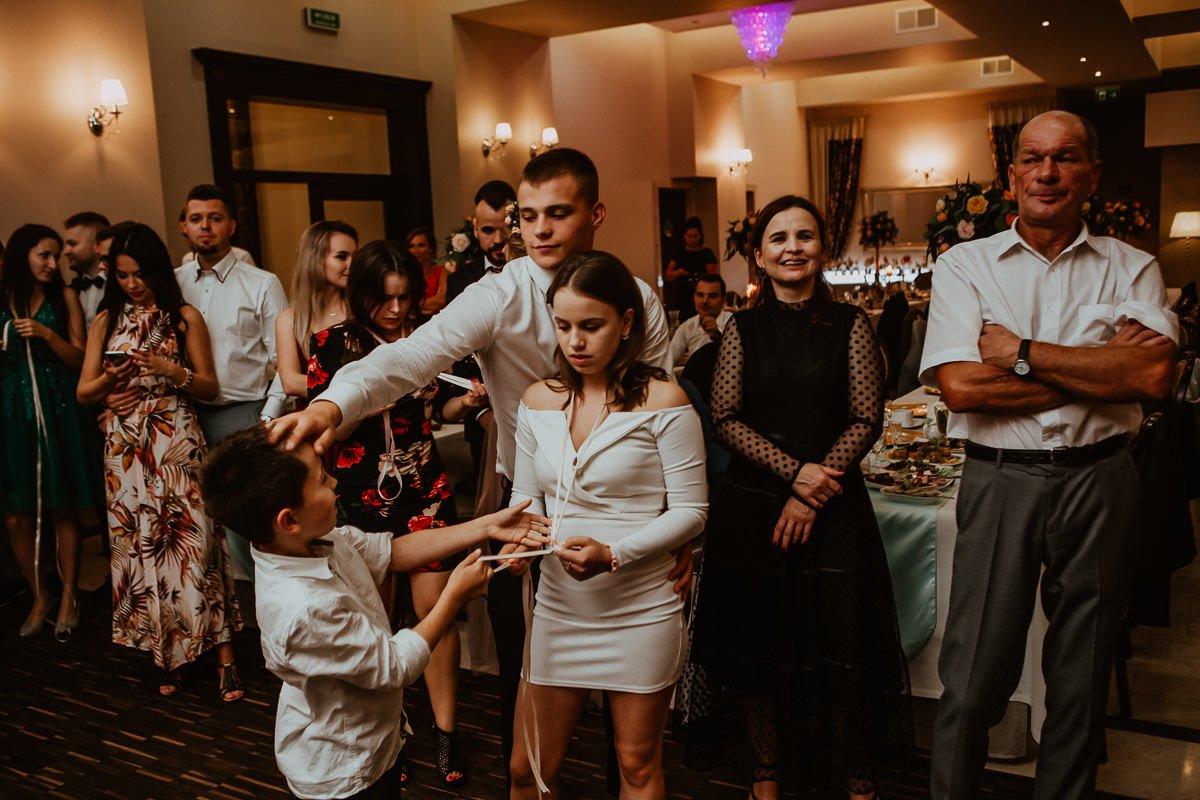 Monika i Daniel - reportaż ślubny i sesja w Mogilanach. 131