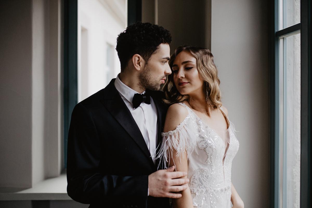 Weronika i Kamil - sesja ślubna stylizowana w stylu lat 20-stych z nutką boho 2
