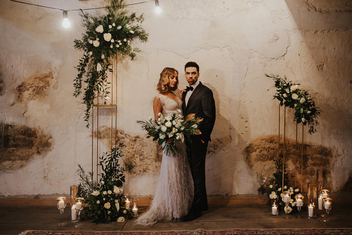 Weronika i Kamil - sesja ślubna stylizowana w stylu lat 20-stych z nutką boho 28