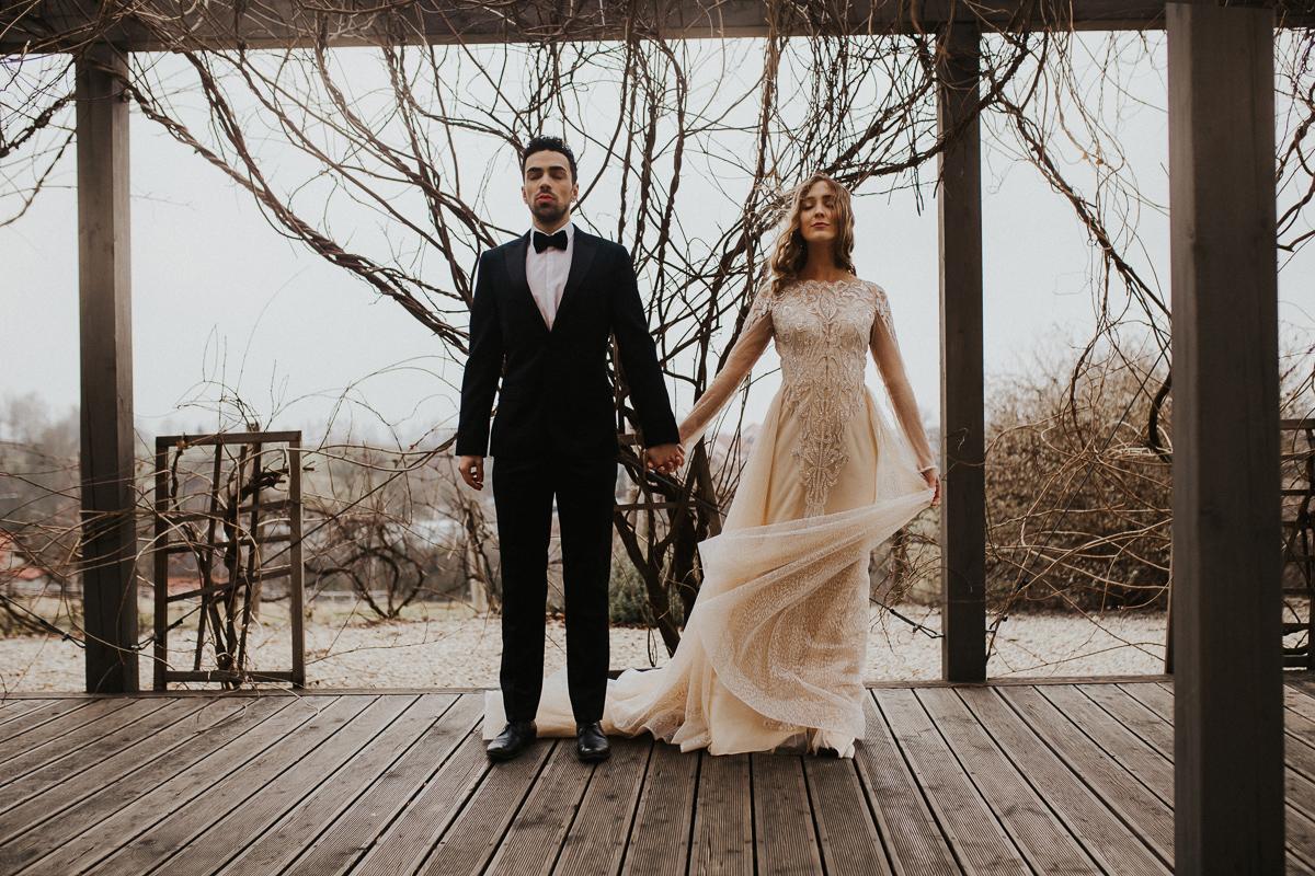 Weronika i Kamil - sesja ślubna stylizowana w stylu lat 20-stych z nutką boho 41
