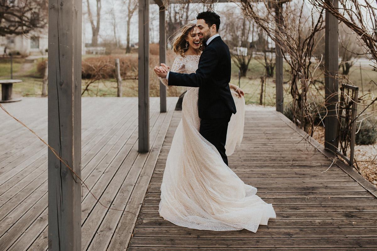 Weronika i Kamil - sesja ślubna stylizowana w stylu lat 20-stych z nutką boho 42