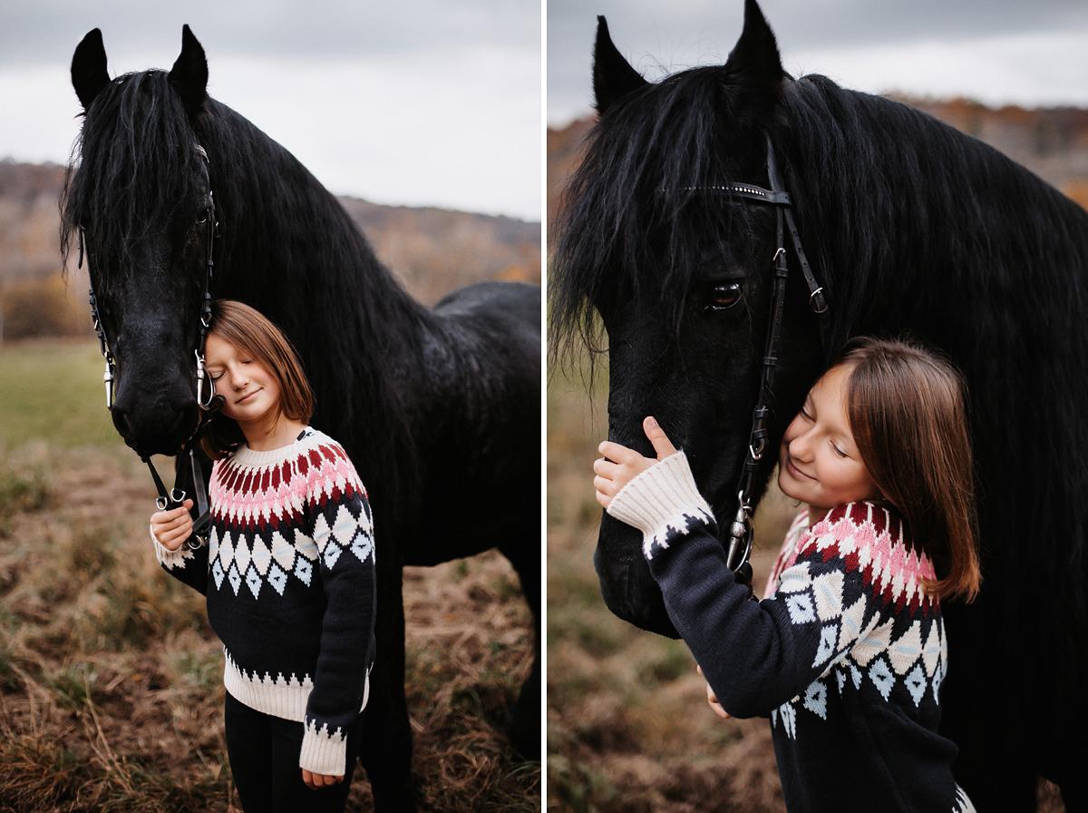 portret dziecko koń