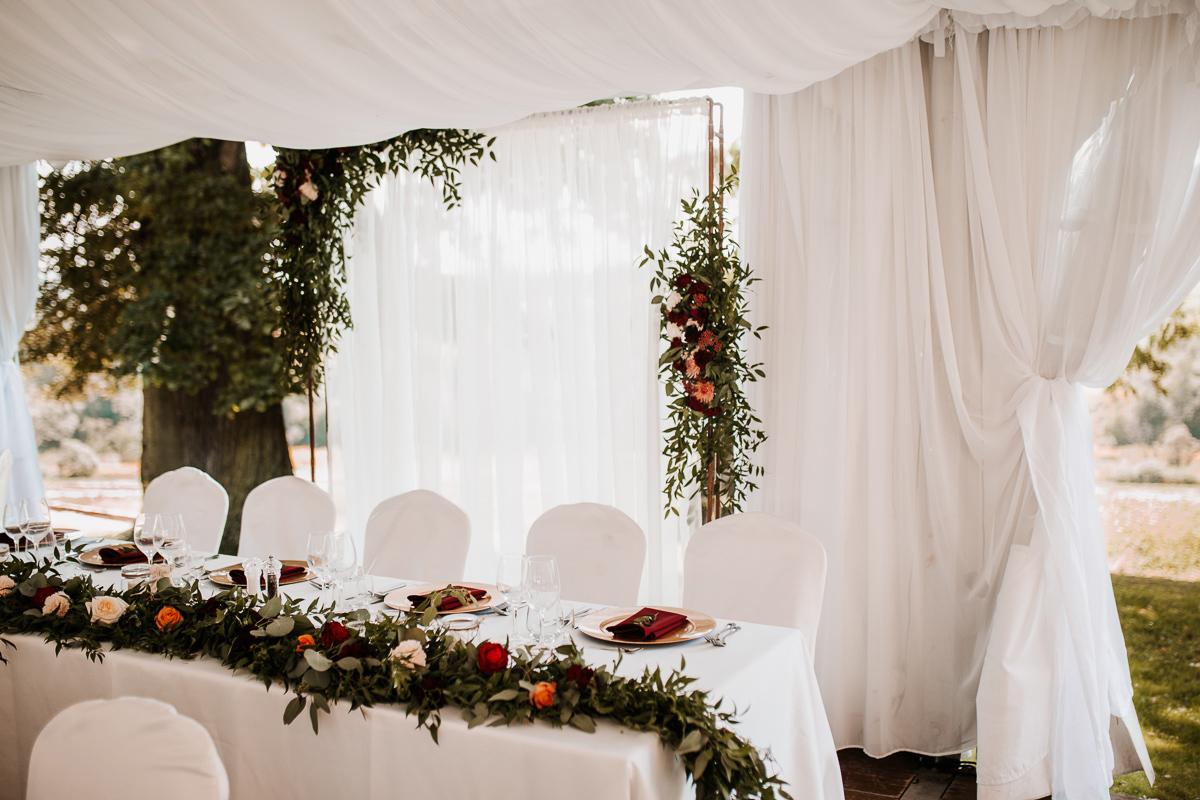 Marta i Krzysiek - ślub kościelny w plenerze - Dwór Sieraków 7