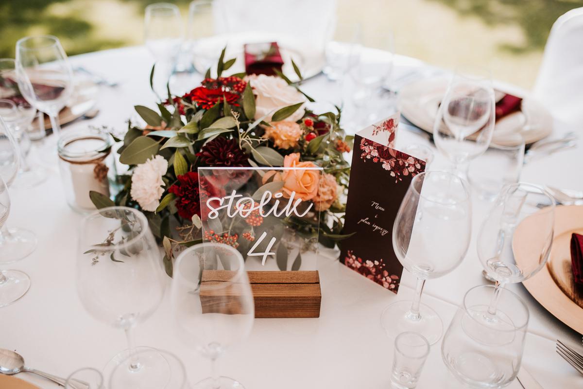 Marta i Krzysiek - ślub kościelny w plenerze - Dwór Sieraków 8