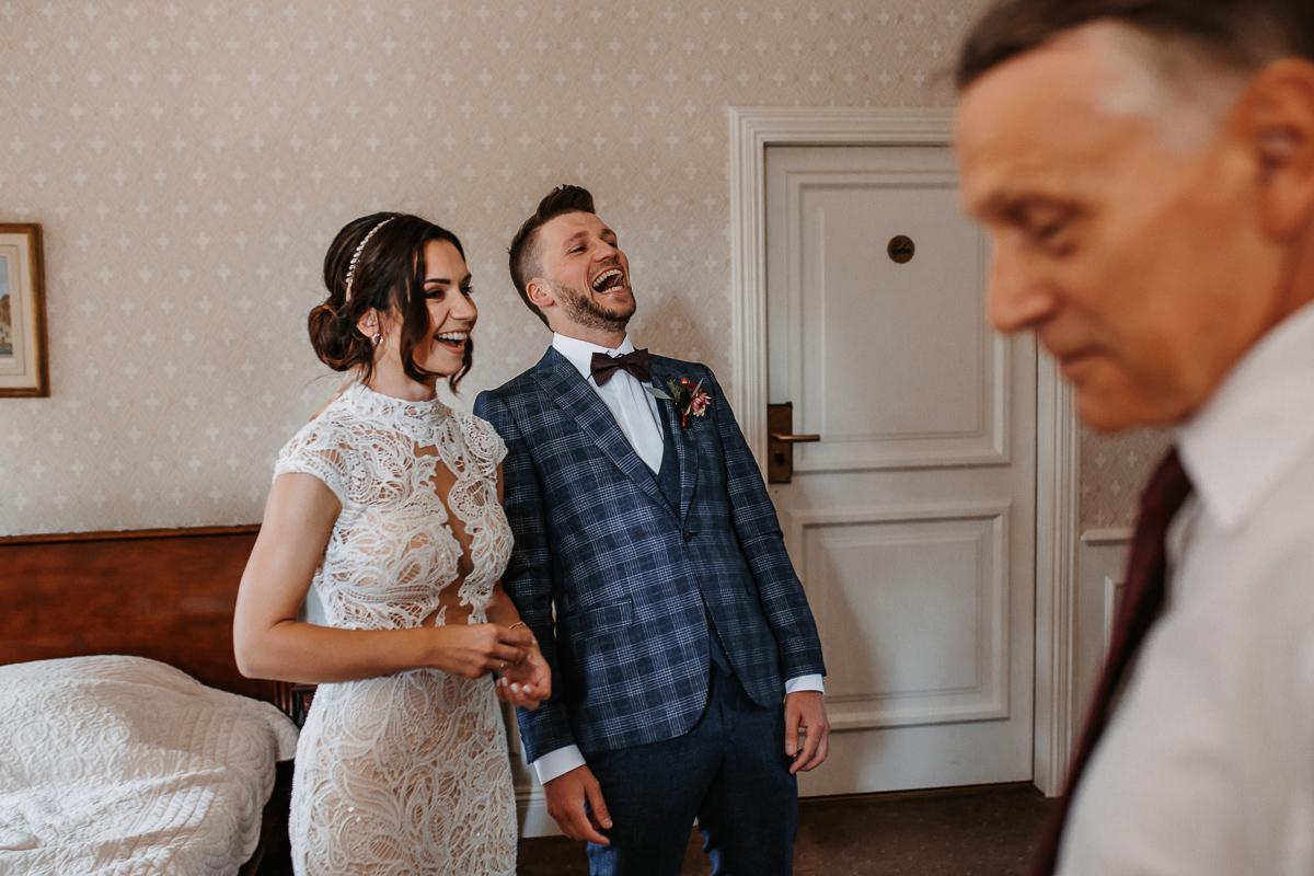 Marta i Krzysiek - ślub kościelny w plenerze - Dwór Sieraków 34