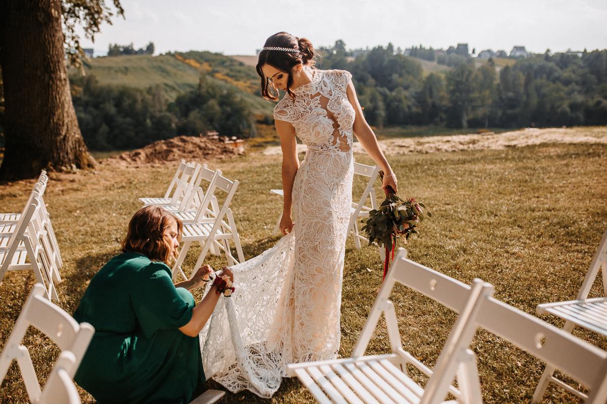 Marta i Krzysiek - ślub kościelny w plenerze - Dwór Sieraków 65